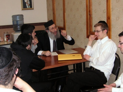 Giving a shiur in a Moscow yeshiva, March 2009
