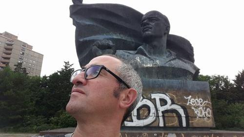 Looking ahead (with Vladimir Ilyich, Prenzlauer Berg)
